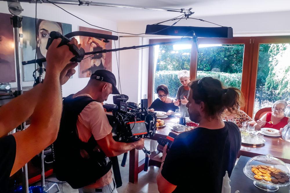 backstage ekipa filmowo reklamowa podczas pracy