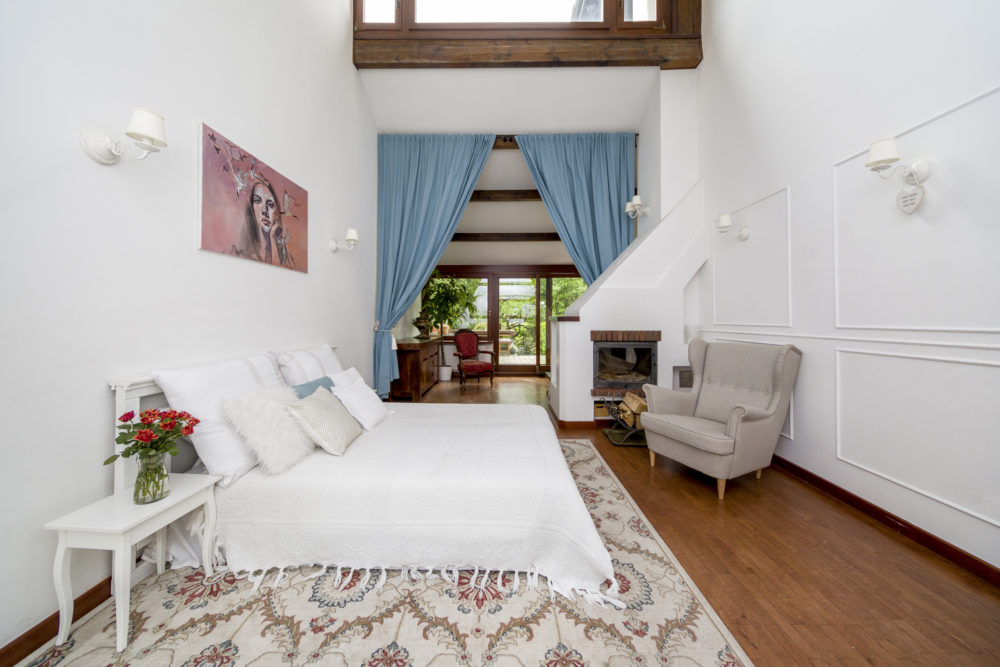 Plan zdjęciowy salon z łóżkiem