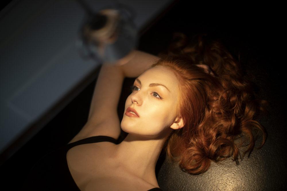 fotografia portretowa sesja zdjęciowa, wzrok, oczy, makeup, modelka, ciało